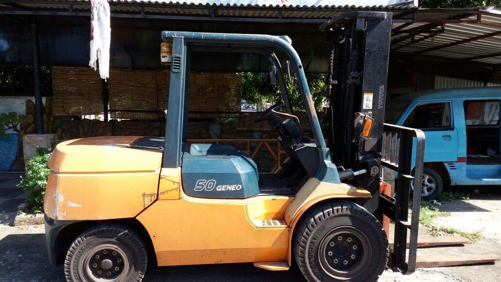 Forklift TCM dan Toyota